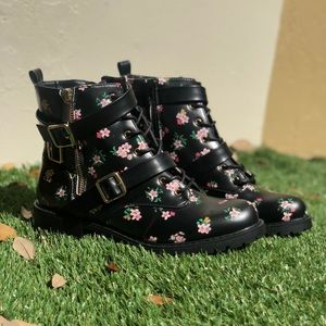 Black short combat boot with flower detail